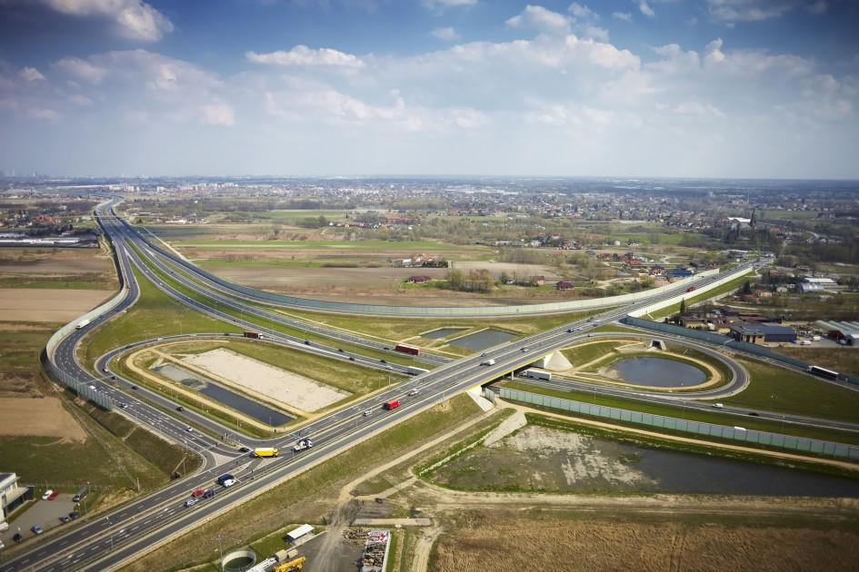 Zdjęcie lotnicze przedstawiające węzeł Pruszków na autostradzie A2.