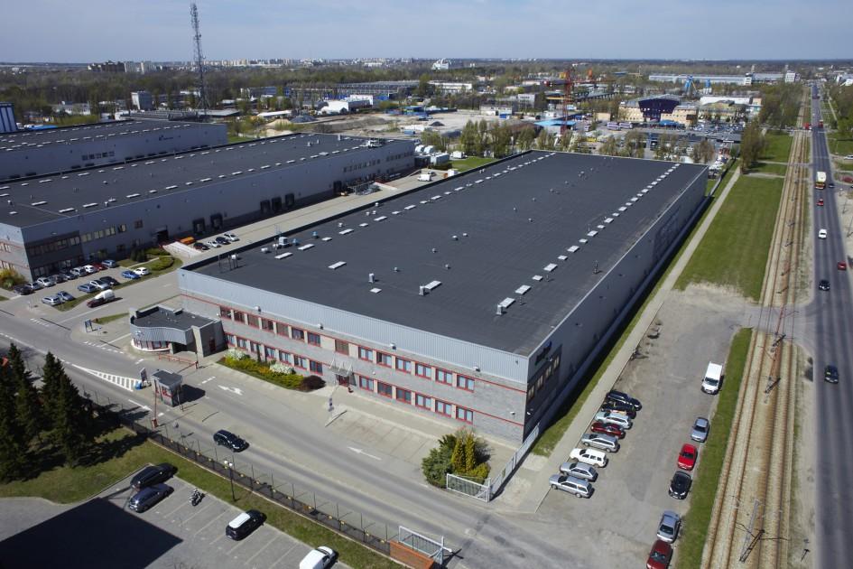 Zdjęcie lotnicze przedstawiające budynek magazynow-biurowy Żerań Park I.